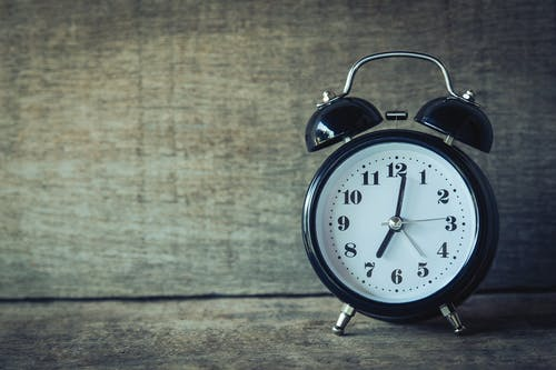 5 of the best new years resolutions setting your alarm early for exercise